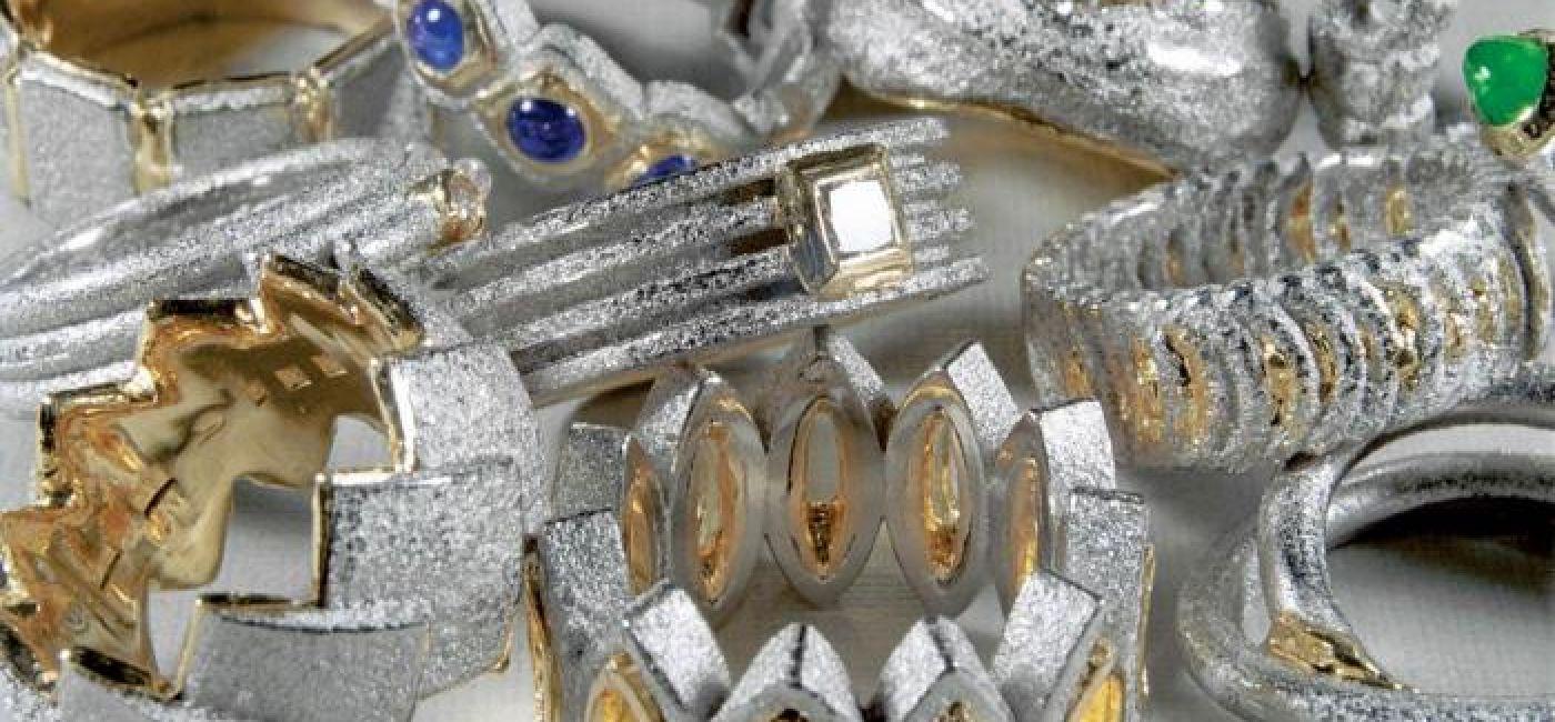 Biżuteria projektu Jarosława Westermarka.