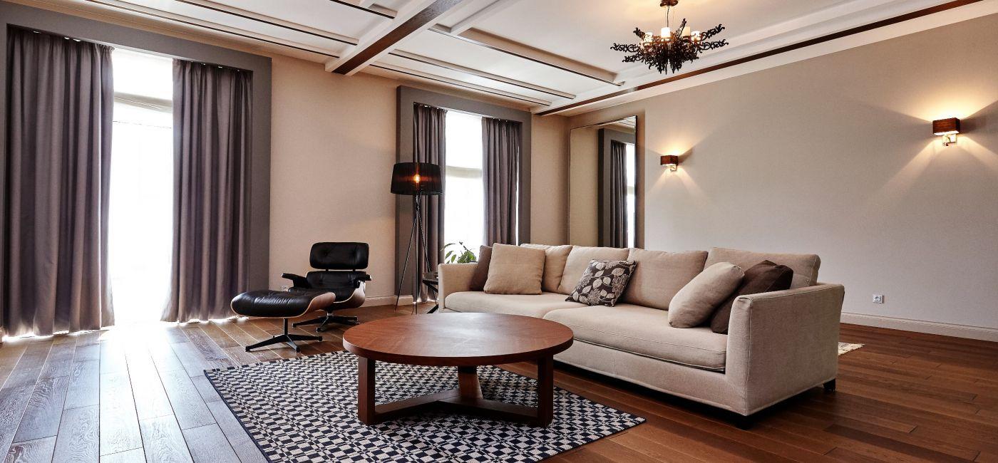Podłoga Coffee jest świetnym uzupełnieniem pomieszczeń klasycznych. Efekt? Wykwintna aranżacje z odrobiną wigoru,