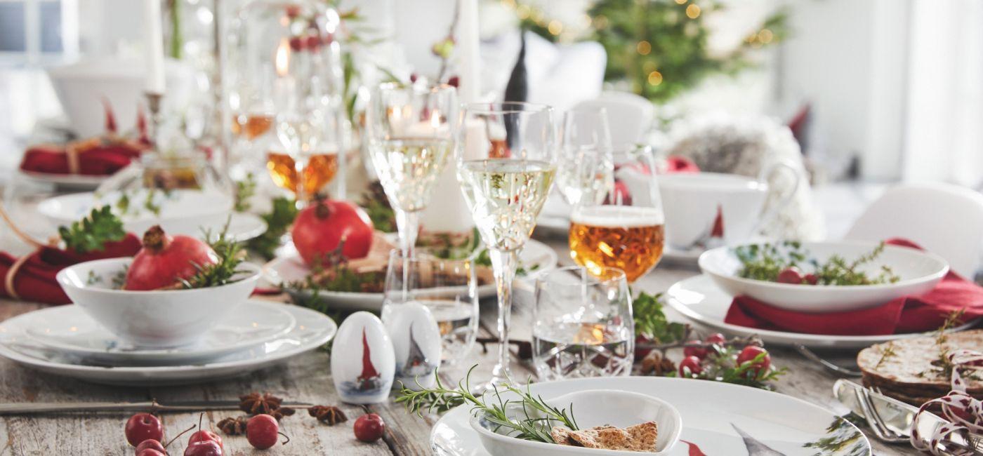 Jak udekorować stół wigilijny? Ponad 30 świątecznych aranżacji