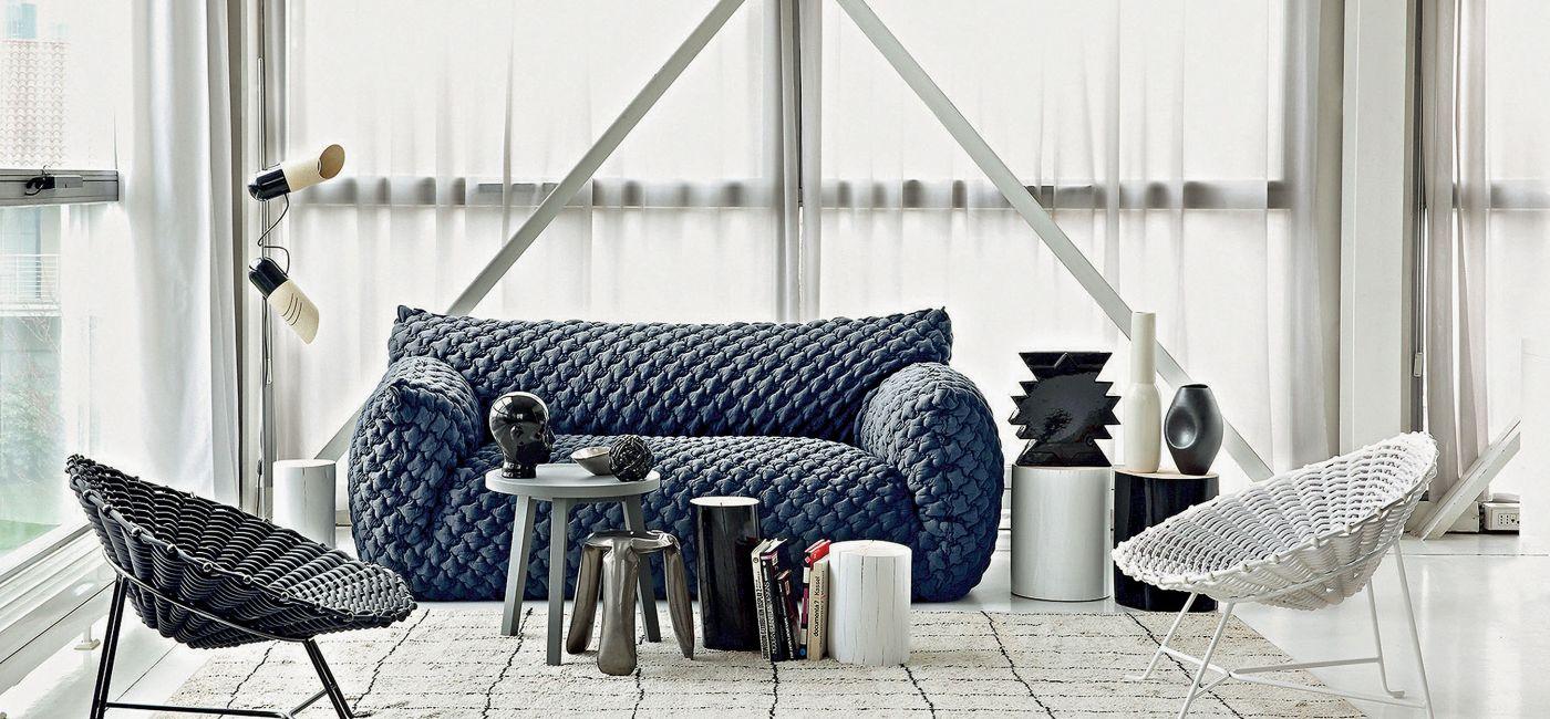 nowoczesna sofa w salonie