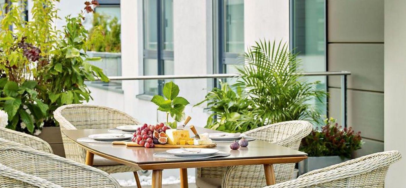 Balkon w minimalistycznym stylu – zobacz, jak go stworzyć
