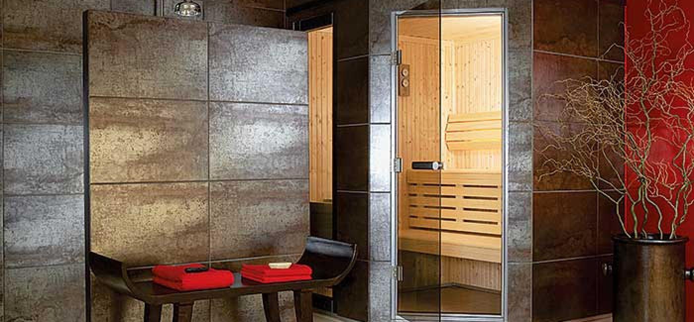 Kabina saunowa firmy Tylö. W wyposażeniu dodatkowym - zestaw do aromaterapii i chromoterapii.