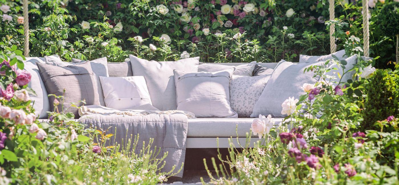 kacik-wypoczynkowy-w-ogrodzie.jpg