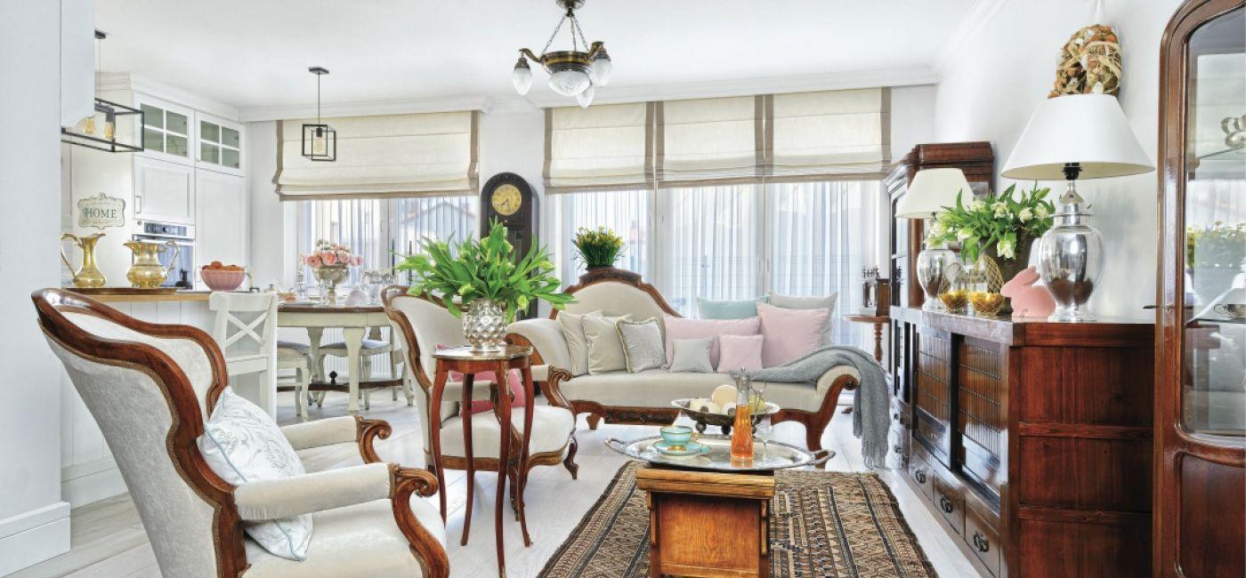 Piękne mieszkanie, a w nim pełno antyków. Połączenie starego z nowym daje wspaniałe rezultaty. Tak jak w przypadku tego