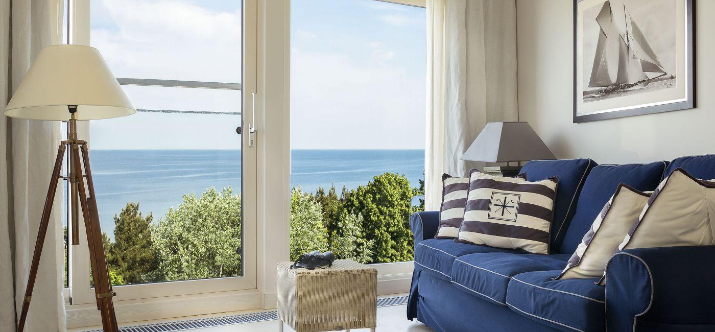 Na taras wychodzi się tutaj z każdego pokoju. Apartamentowiec stoi niemal na plaży, a morską bryzą można oddychać, nie