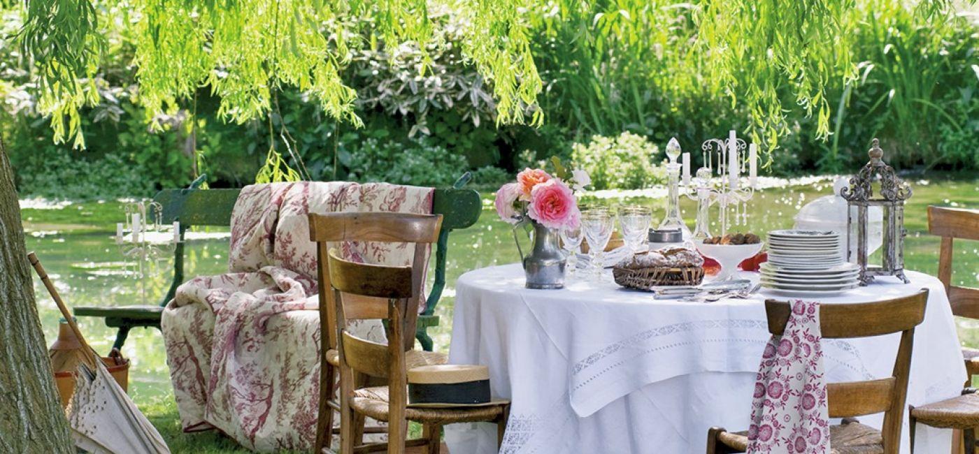 Plain air, czyli świeże powietrze, łono przyrody. Wszystko pięknie, ale szałowych kreacji potrzebują też stoły.