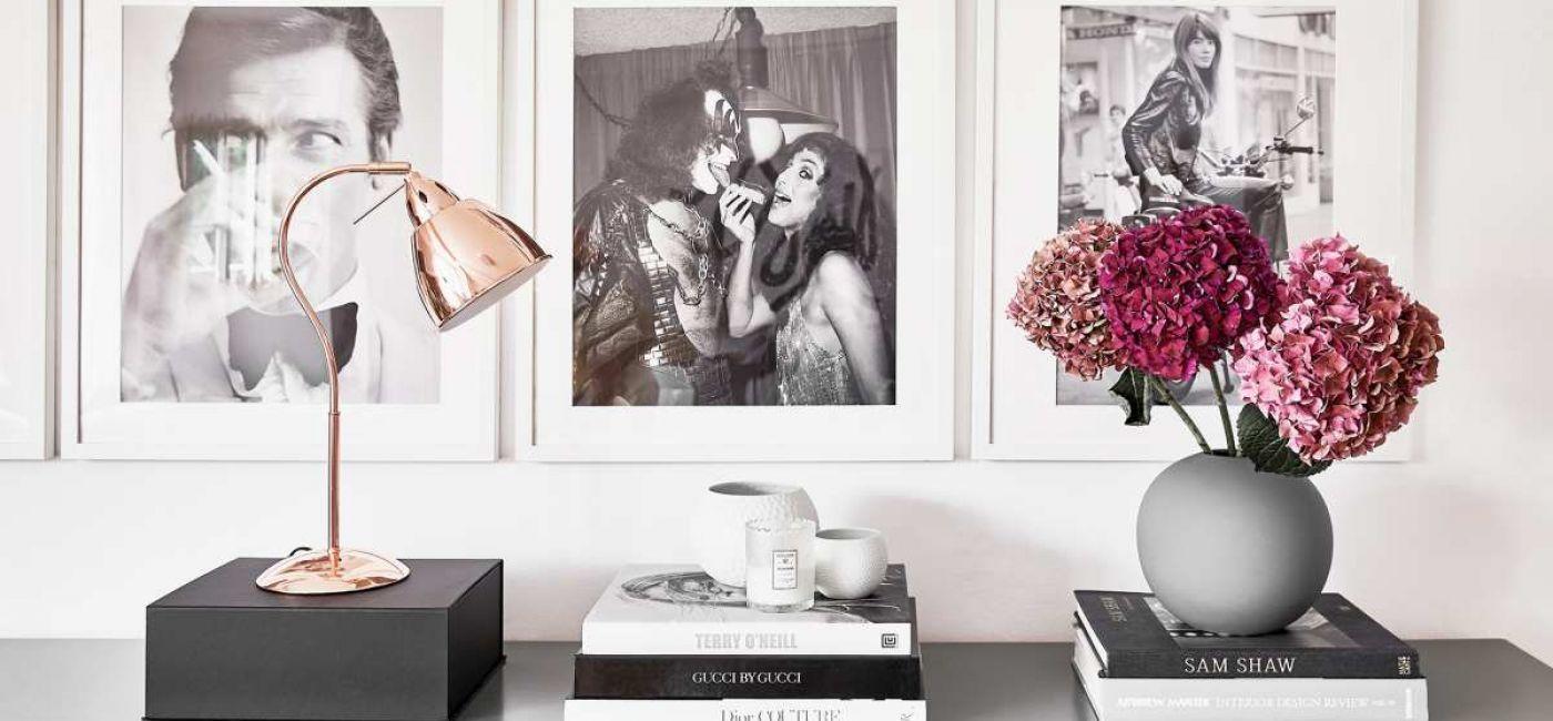 Twoja własna galeria: jak powiesić obrazy na ścianie lub ustawić na półce