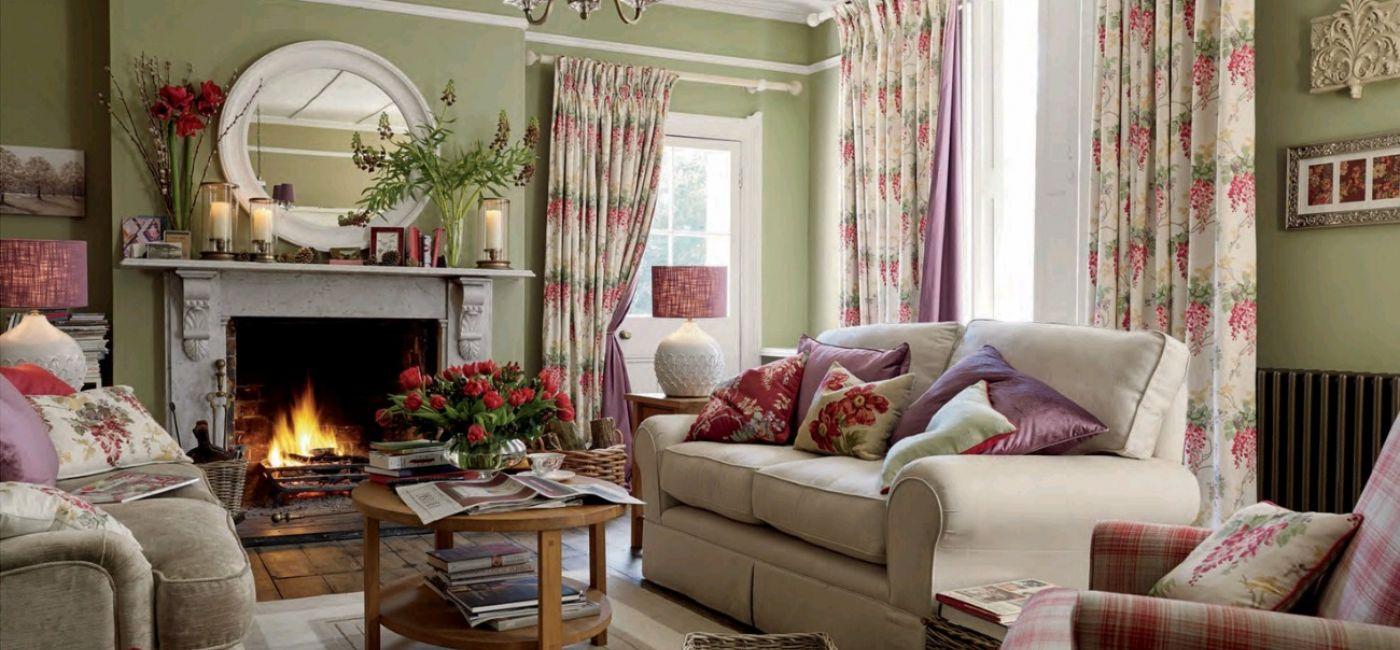 Poduszki, koce, pledy, wiklinowe gazetowniki, ceramikę i eleganckie szkło znajdziemy na www.lauraashley.pl