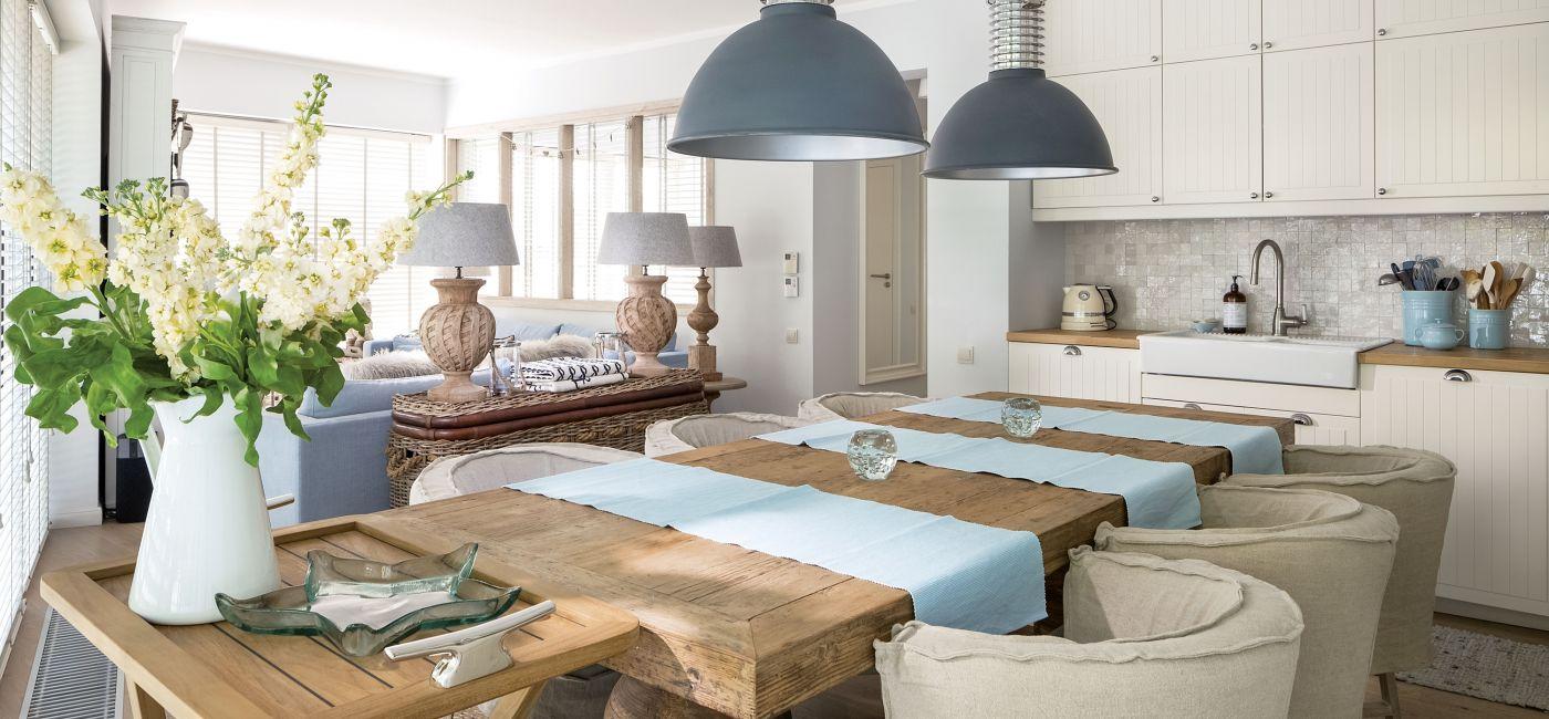 Jak urządzić salon z aneksem kuchennym?