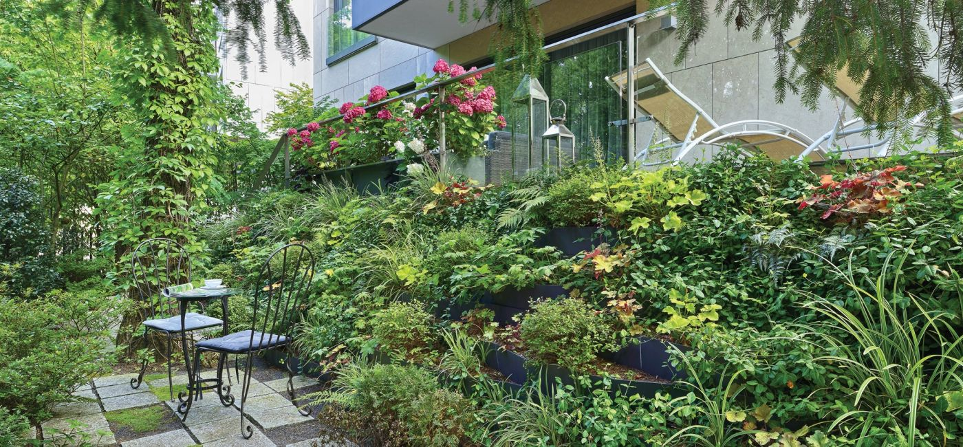 Ogród ze skarpą przy parku Morskie Oko