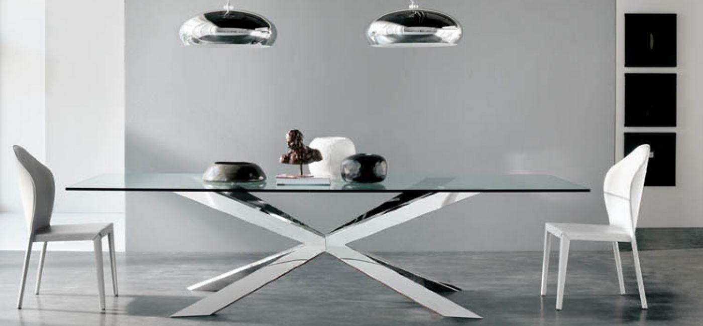 Stół przypomina pająka i tak też się nazywa. Stół Spider debiutował w tym roku na mediolańskich targach. Kosztuje od