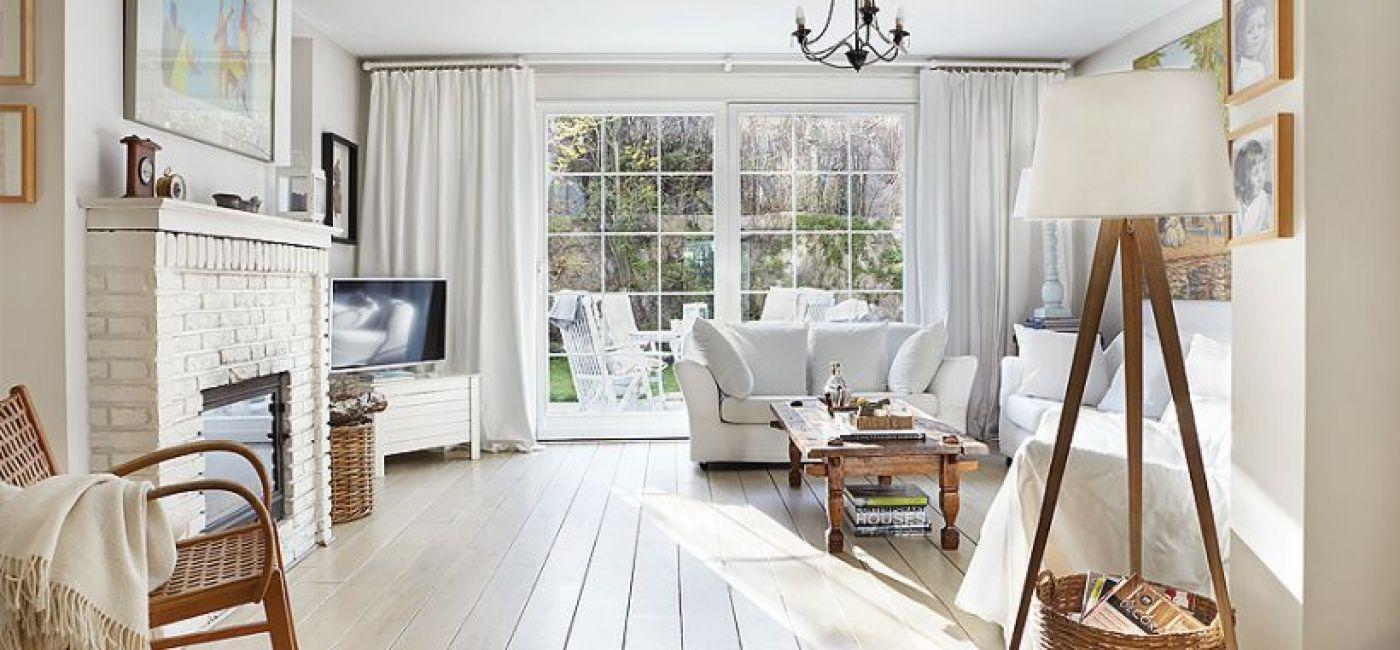 Biel to najczęściej kolor bazowy wnętrz urządzonych w stylu północnym (zdj. Jola Skóra).