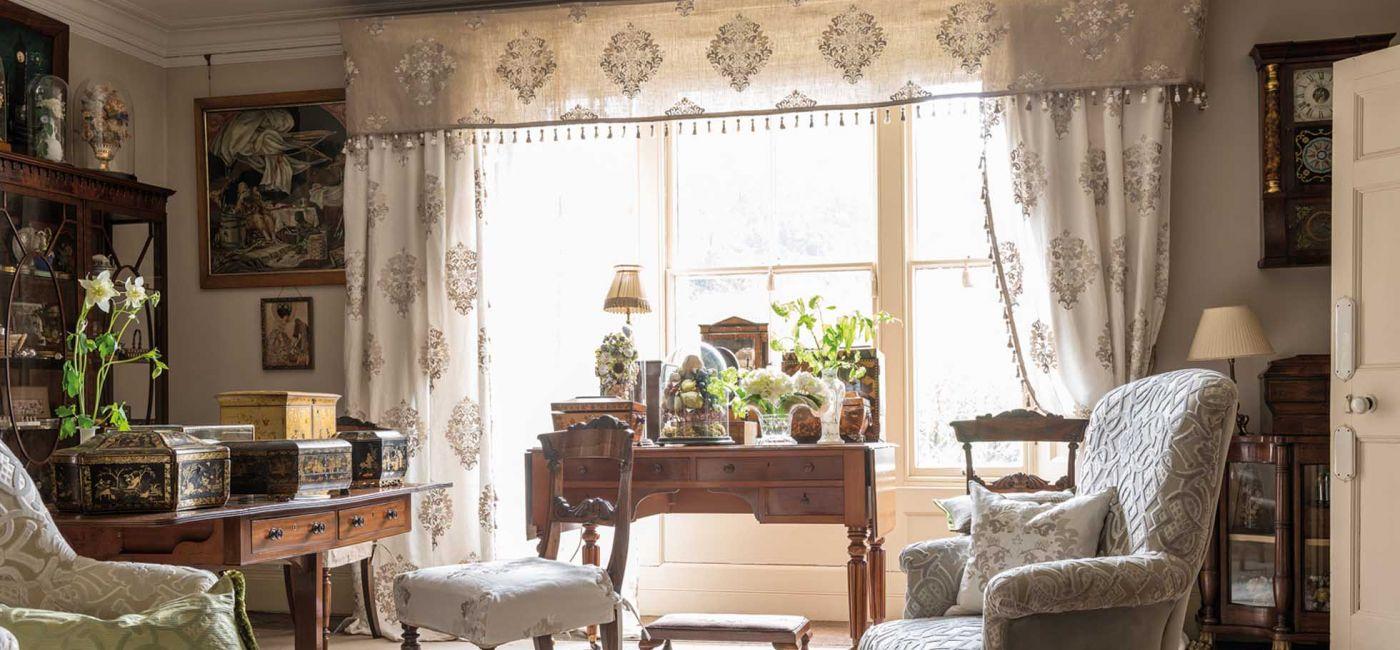 Tkanina Royal Collection - jednej z marek firmy Designers Guild. W ofercie znajdziemy również tapety,