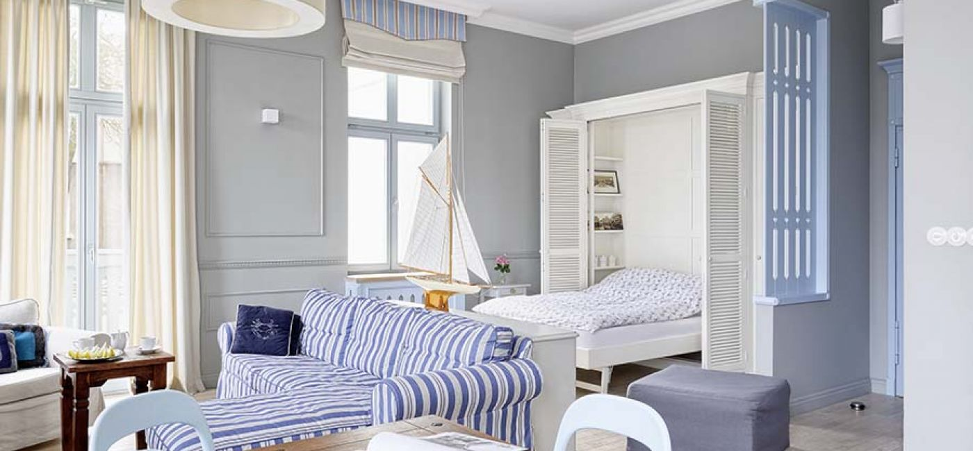 Wnękę na łóżko zaprojektowała Ewa, a zrobiła Fabryka Wnętrz. Kanapa z IKEA – gdy znudzą się granatowe paski, WŁaścicielka