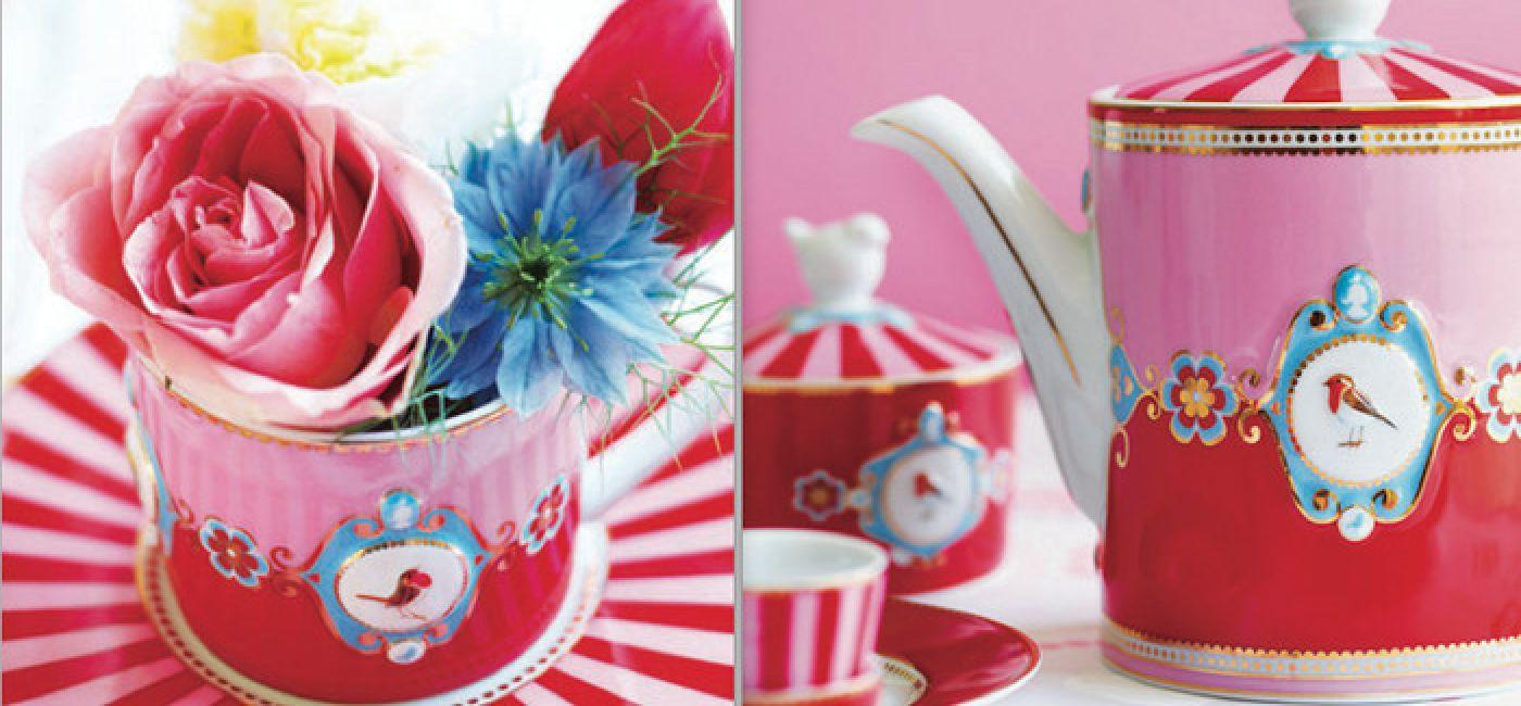 Zastawa stołowa z kolorowymi ptakami i bajkowymi wzorami na poprawę humoru.