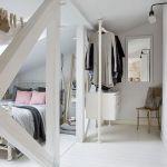 biała sypialnia drewno