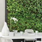 Jadalnia w stylu eko z pionowym ogrodem