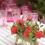dekoracje stołu z pelargonią