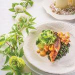 Grillowana ośmiornica z krewetkami, kalmarem i sałatką z selera naciowego