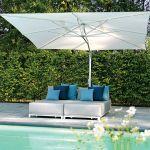 Aluminiowe łóżko Samos (13 214 zł) i parasol Capri (9886 zł), Decolor Home Garden