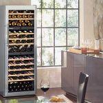 Chłodziarka do win Liebherr WTes4677 Vinidor pomieści 148 butelek. Będą leżakować pod kątem, jak w prawdziwej bodedze. Cena -