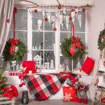 Zawsze dobrym pomysłem są girlandy. Dekoracje świąteczne na okno - 10 aranżacji do domu