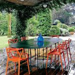 Dizajnerskie krzesła Philippe'a Starcka zrobione z polipropylenu mogą być w różnych kolorach: od białego,
