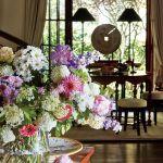 dom w stylu country salon kwiaty