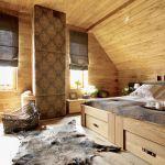 Drewno i naturalne materiały w sypialni.