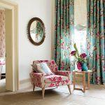 Fotel we flokowanej tkaninie Blossom (280 zł/m) marki Harlequin. IMPRESJE HOME COLLECTION