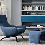 Fotel z podnóżkiem Ermes marki MisureEmme, projekt: Mauro Lipparini. Nogi z litego dębu, zdejmowany pokrowiec.