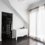 Garderoba w sypialni. Jak urządzić dom pełen przestrzeni