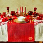 Stół wigilijny – dekoracje w czerwieni i złocie, aranżacja Zara Home