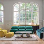 jasny salon kolorowe sofy