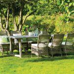 Kolekcja Georgia Garden duńskiej firmy Sika-Design. Za tekowy stół zapłacimy 7950 zł. Krzesła Marie