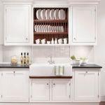 Kuchnia New England: zlew od Villeroy Boch – 7349 zł, bateria Astracast Camargue – 899 zł. Fabryka Wnętrz