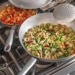 kuchnia włoska Orecchiette podane z zieleniną