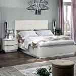 Lakierowana na wysoki połysk rama łóżka Onda ma ledową intarsję , od 930 euro, Camel Group