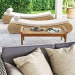 Leżanki w letnim salonie. Ogród dla zapracowanych