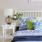 Łóżko - IKEA, pościel, poduszki i pledy - Zara Home i NAP, lampa - Westwing.