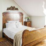 Łóżko przyjechało z jednego z krakowskich antykwariatów.