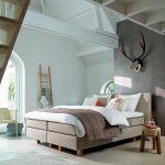 Łóżko typu boxspring (na drewnianej skrzyni wypełnionej sprężynami), Auping, od 30 000 zł, Łóżka prawdziwe