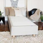 Materac typu Select Box na ramie drewnianej plus dostawiane nóżki to patent do małych sypialni, od 1300 zł, Hilding