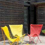 Maxi Pop Up to fotele w energetycznych kolorach składane jak parasolka. Są obciągnięte supertrwałą tkaniną batyline, a