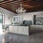 Meble kuchenne z kolekcji Etoile w modnym szarym kolorze lodówka, zamrażarka i zmywarka zostały zabudowane,