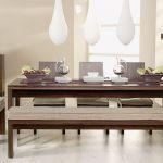 Meble z kolekcji Visage: tapicerowane krzesła (499 zł/szt.) i ława z miękkim siedziskiem (od 529 zł). Do tego stół