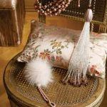 Modna aranżacja w domu projektanta. Pokojowa biżuteria