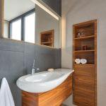 aranżacja łazienki z drewnem