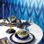 salon z niebieska ścianą