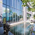 nowoczesny dom z atrium i basenem